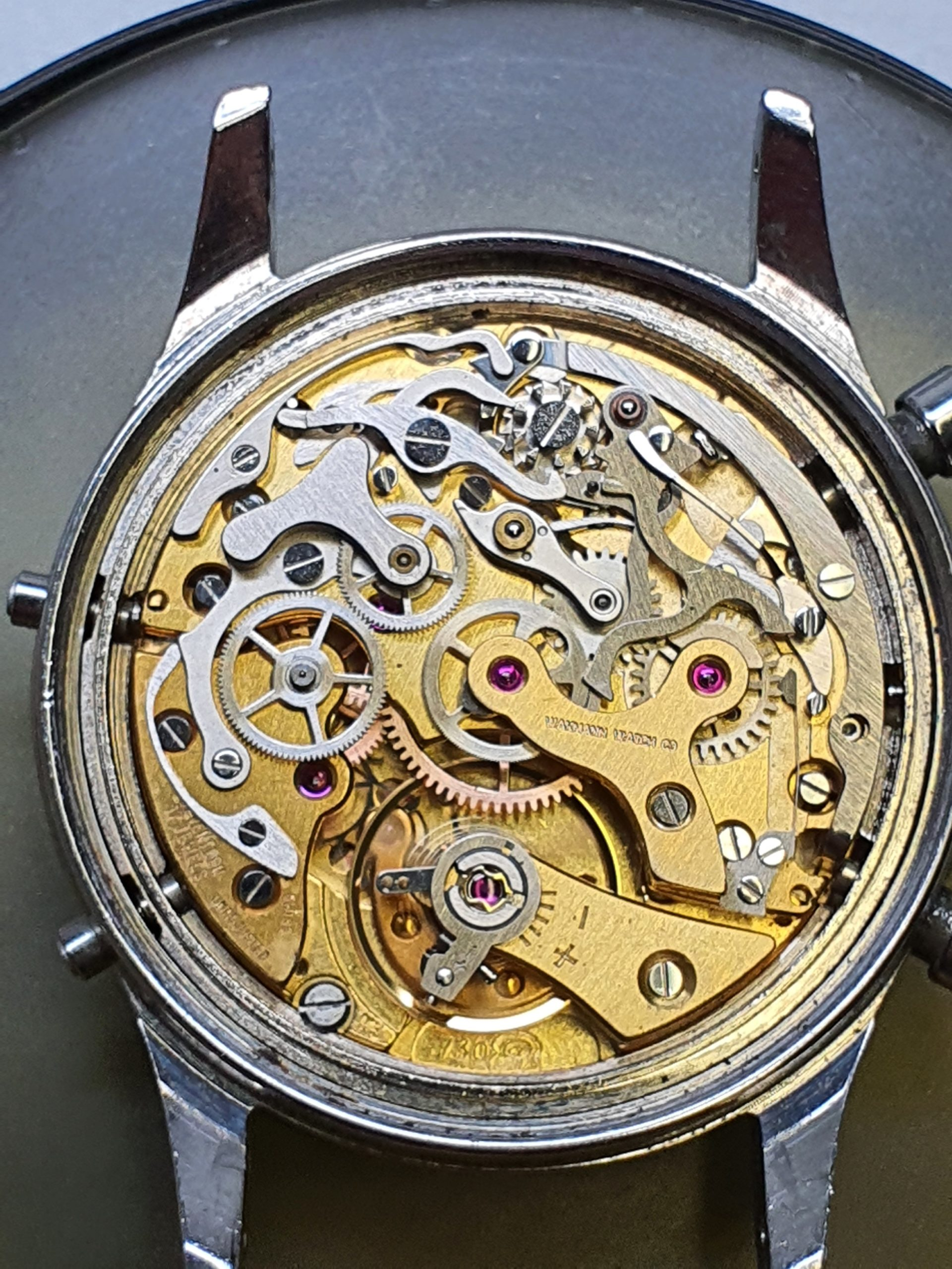 Kuva huolletusta omega kellosta